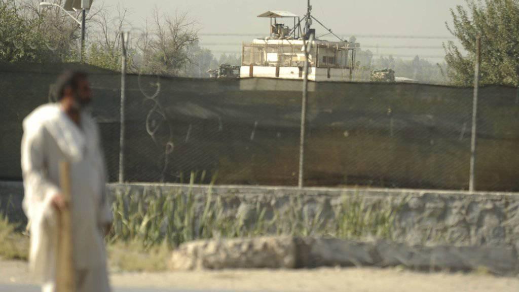 Der stark gesicherte Flughafen in Dschalalabad: Hier stürzte das militärische Transportflugzeug in der Nacht auf Freitag ab.