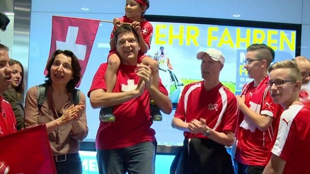 Enttäuschte Nati-Fans am Flughafen