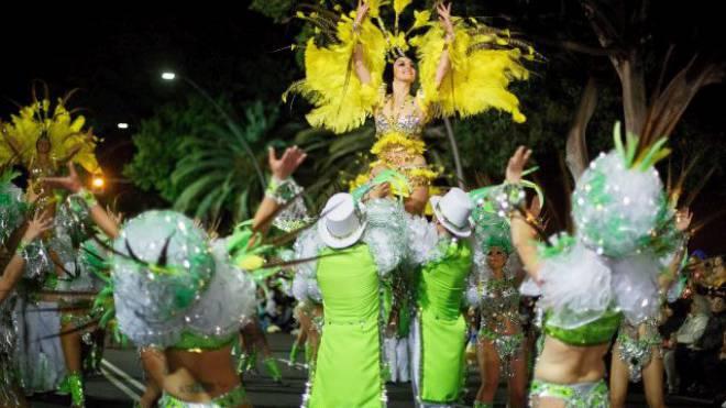 Wird sie zur «Reina del Carnaval» gewählt? Nächste Woche bebt die Insel Teneriffa, das Karnevalsfieber ist hoch wie sonst nur in Rio de Janeiro. Foto: Pablo Blazquez/Getty Images