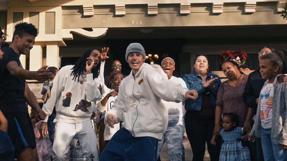 Justin Bieber veröffentlicht vierte Single und unterstützt Nonprofit-Organisation