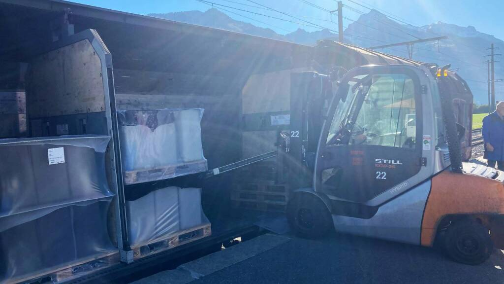 Arbeiter beim Abladen eines Güterwagens schwer verletzt