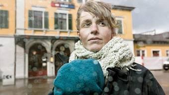 Kurzer Heimatbesuch: Schriftstellerin Noëmi Lerch vor dem Bahnhof in Baden.