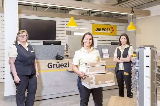Das Team der Post Engstringen: Kundenberaterin Magrith von Holzen, Filialleiterin Ajlena Azizi und ihre Stellvertreterin Mimoza Hoti.
