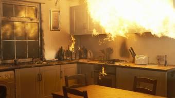Der Küchenbrand wurde laut Mitteilung der Kantonspolizei Zürich rasch unter Kontrolle gebracht. (Symbolbild)