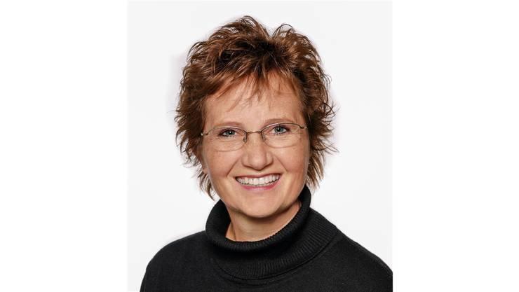 49 Jahre alt, Kauffrau, lebt seit 1987 in Urdorf und war zwischen 2006 und 2010 Mitglied des Wahlbüros. Seit 2008 sitzt sie für die EVP im Gemeinderat. Im Jahr 2010 wurde sie zur Gemeindepräsidentin gewählt.
