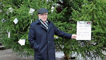 Über den einen oder anderen Wunsch, der am Zeiher Wunschbaum hängt, musste Ammann Christian Probst schmunzeln.