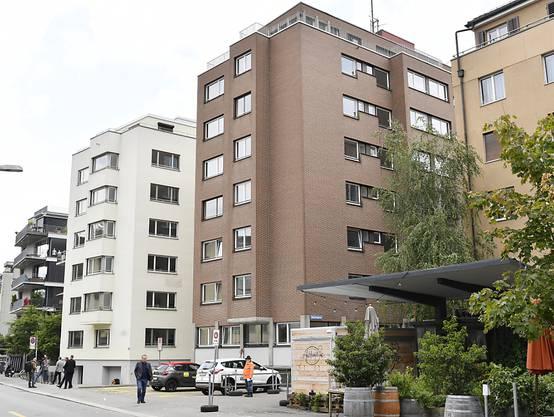 Eines der ehemaligen Gammelhäuser im Zürcher Langstrassenquartier. In der kommenden Woche werden hier wieder Süchtige einziehen. Neu werden sie aber von der Stadt überwacht.
