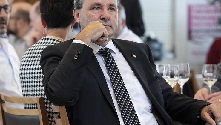 """Gegner des neuen Waffenrechts reagierten konsterniert auf das deutliche Resultat. Nationalrat Werner Salzmann (SVP/BE) kritisierte am Abstimmungssonntag die Kampagne der Befürworter; diese habe """"an Desinformation gegrenzt""""."""