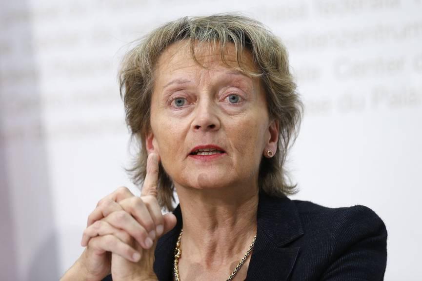 Bundesraetin Eveline Widmer-Schlumpf während einer Medienkonferenz am 21. Oktober 2015 in Bern. (KEYSTONE/Peter Klaunzer)