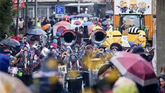 «40 Johr Schwarzwiss» hat das Motto geheissen am – verregneten – Jubiläumsumzug 2016. Diesmal hoffen die Organisatoren von den Konfettispaltern auf traumhaft schönes Wetter. Mario Heller