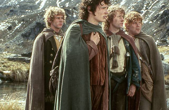 Hobbits in The Lord of the Rings: Meriadoc (Merry) Brandybock, Frodo Beutlin, Peregrin (Pippin) Tuk und Samweis (Sam) Gamdschie.