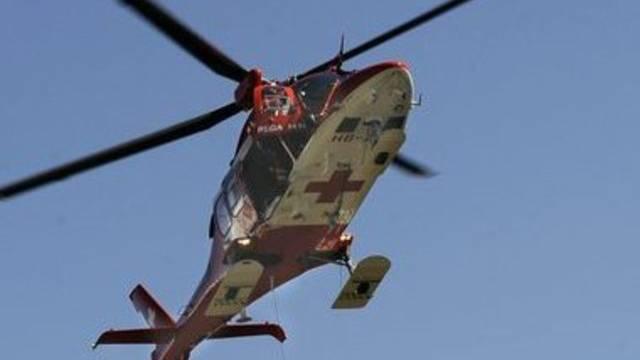 Ein Helikopter brachte den Schwerverletzten ins Spital (Symbolbild)