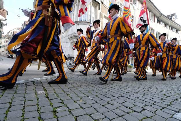 Am Sonntag marschierten die Gardisten durch die Solothurner Altstadt.