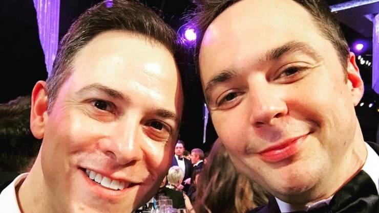 Jim Parsons alias Dr. Sheldon Cooper (r) und Todd Spiewak (l) haben nach 14 Jahren Beziehung Nägel mit Köpfen gemacht und sind jetzt rechtmässig verheiratet. (Twitter)
