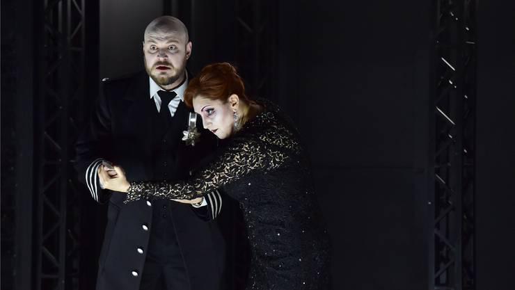 Meisterhafte Körpersprache: Der Bariton Vladislav Sulimsky als Macbeth und die Sopran-Sängerin Katia Pellegrino als Lady Macbeth. Sandra Then