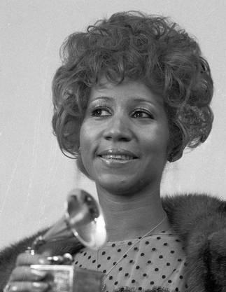 1972 gewinnt sie einen Grammy mit «Bridge over troubled water».