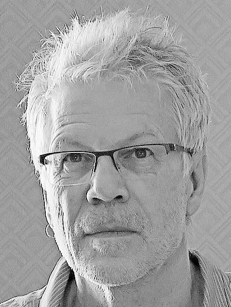 Adrian Zschokke kümmert sich um die Kamera und Produktion.