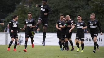 Kollektiver Jubel bei den Spielern des FC Köniz nach der 2:0-Führung gegen Lausanne