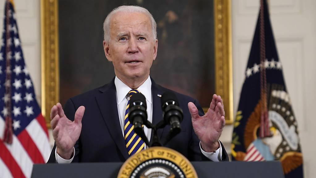 dpatopbilder - Joe Biden, Präsident der USA, spricht im State Dining Room des Weißen Hauses über Lieferketten in den USA. Foto: Evan Vucci/AP/dpa