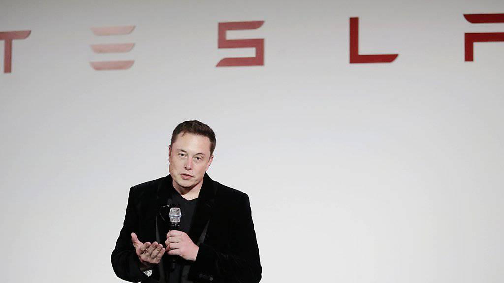 Tesla-Chef Elon Musk kann die Übernahme von SolarCity, wo er grösster Aktionär und Verwaltungsratspräsident ist, angehen. (Archivbild)