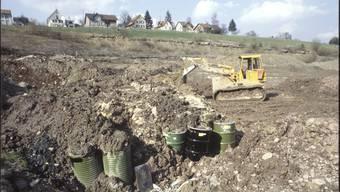 Fässer rein, Erde darüber – so wurde die Deponie 1979 gefüllt. ZVG