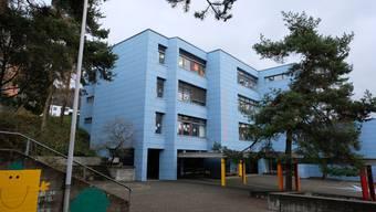 Die Primarschulgemeinde Oetwil-Geroldswil erhöht per 2018 definitiv ihren Steuerfuss von 37 auf 44 Prozent. Im Bild das Schulhaus Huebwies in Geroldswil.
