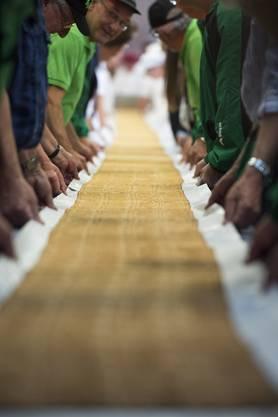 Zürcher Bäcker stellen den Tirggel-Weltrekord auf_001