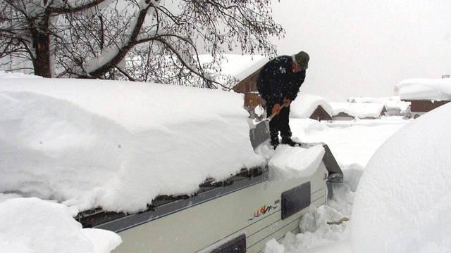 Viel Schnee auch im österreichischen Bundesland Vorarlberg (Archiv)