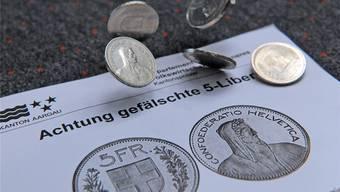 «Die Münzen sind von sehr guter Qualität und optisch schwer von echten Münzen zu unterscheiden», heisst es auf dem Merkblatt der Kantonspolizei. Raphael Nadler
