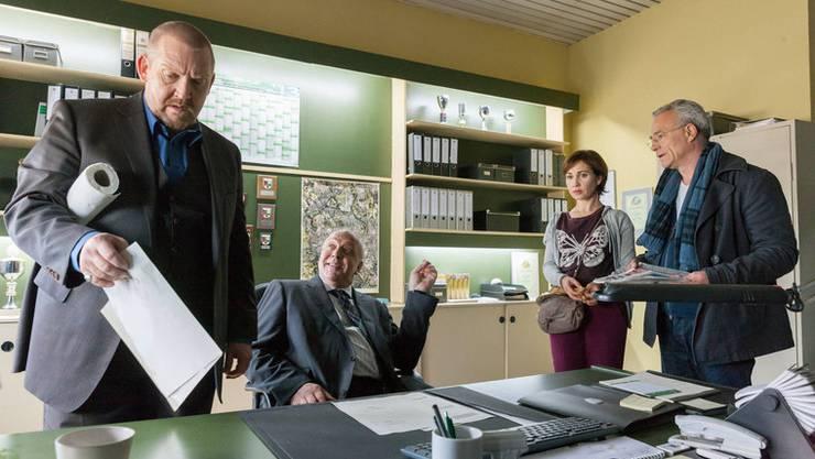 Kommissar Schenk (Dietmar Bär), Staatsanwalt von Prinz (Christian Tasche), Assistentin Gabi (Kathi Angerer) und Kommissar Ballauf (Klaus J. Behrendt).