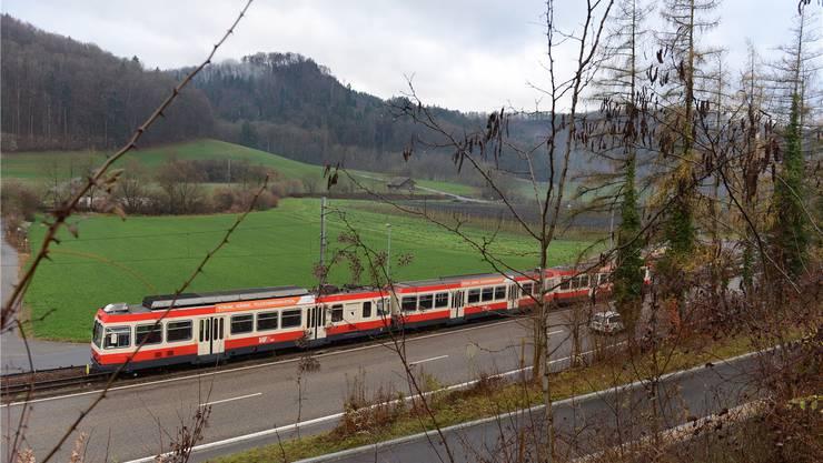Die Waldenburgerbahn wird wegen ihrem Äusseren im Volksmund auch «Cremeschnitte» genannt.