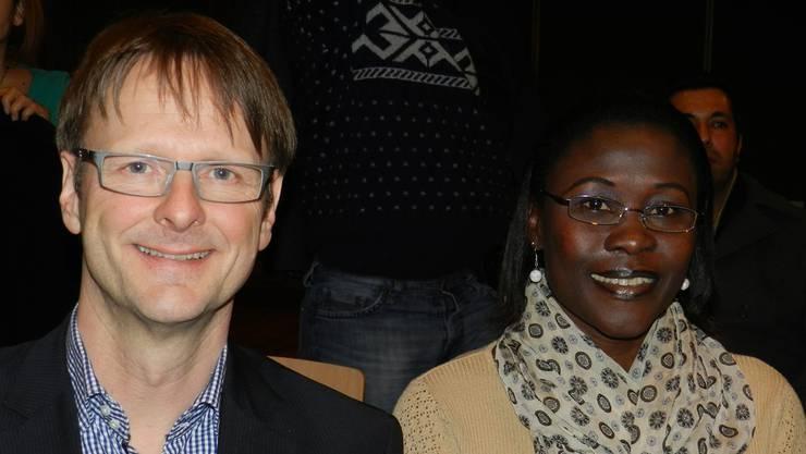 OK-Präsident Thomas Leitch neben Mary Wiederkehr-Nabbosa aus Wohlen,die am Begegnungstag ihr Heimatland Uganda vertritt. BA
