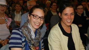 Andrea Zielinski (links) und Andrea Huser gestalten die neue Sonderausstellungim Strohmuseum in Wohlen. Jörg Baumann