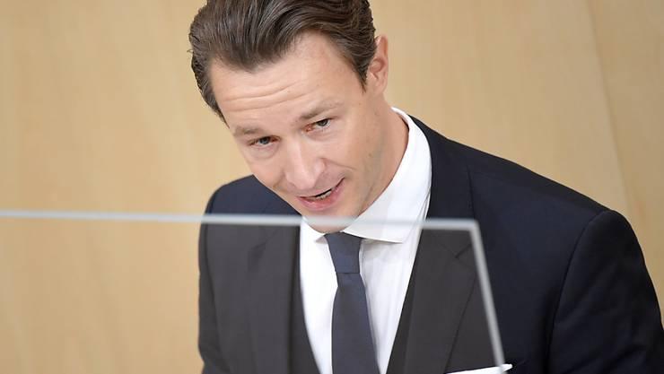 Der österreichische Finanzminister Gernot Blümel (ÖVP) fordert von der Europäischen Union finanzielle Kompensationen, falls die EU entscheiden sollte, Skigebiete wegen der Corona-Pandemie bis zum 10. Januar zu schliessen. (Archivbild)