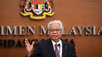 Ismail Sabri Yaakob, Minister für nationale Sicherheit in Malaysia, spricht bei einer Pressekonferenz. Ein Restaurantbesitzer muss in Malaysia fünf Monate ins Gefängnis, weil er gegen Auflagen bei der Corona-Quarantäne verstoßen hat. Foto: Fathin Suhaira Abd Rahim/BERNAMA/dpa