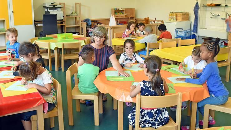 Auf der Kindergartenstufe verdienen Lehrpersonen im Kanton Zürich deutlich weniger als in der Primarschule. Symbolbild: AZ/Archiv