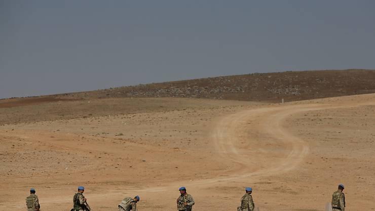 Türkische Soldaten an der türkisch-syrischen Grenze. Irak hat sich beim UNO-Sicherheitsrat über die Stationierung türkischer Soldaten auf irakischem Gebiet beschwert.