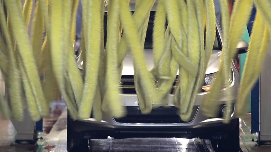 In Autowaschanlagen können Erreger der Legionärskrankheit lauern. (Themenbild)