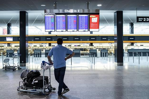 Bald werden sich wieder mehr Leute im Flughafen Zürich tummeln.