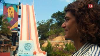 Auf diese 15 Meter hohe Wasserrutsche schickt der Dietiker Bachelor Patric Haziri einen Teil der Kandidatinnen.