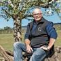 Landwirt Andy Steinacher bewässert derzeit die Obstplantagen auf seinem Hof.