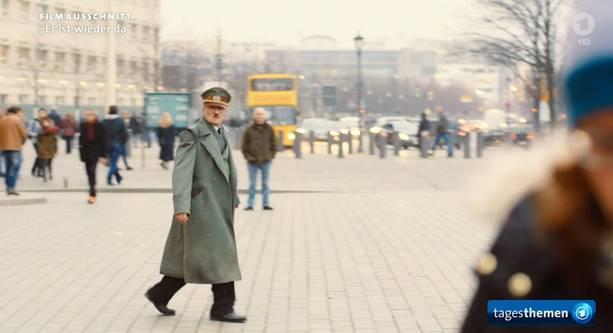 Was passiert eigentlich, wenn man als Hitler verkleidet durch die Stadt läuft?