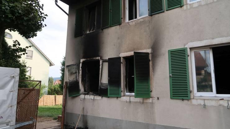 Warum es zum Hausbrand kam, ist bislang noch unklar.