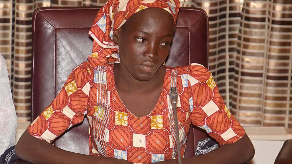 Chibok-Mädchen trifft nigerianischen Präsidenten