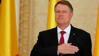 Der rumänische Staatspräsident Klaus Iohannis ist empört über die geplante Strafrechtsänderung. (Archif)