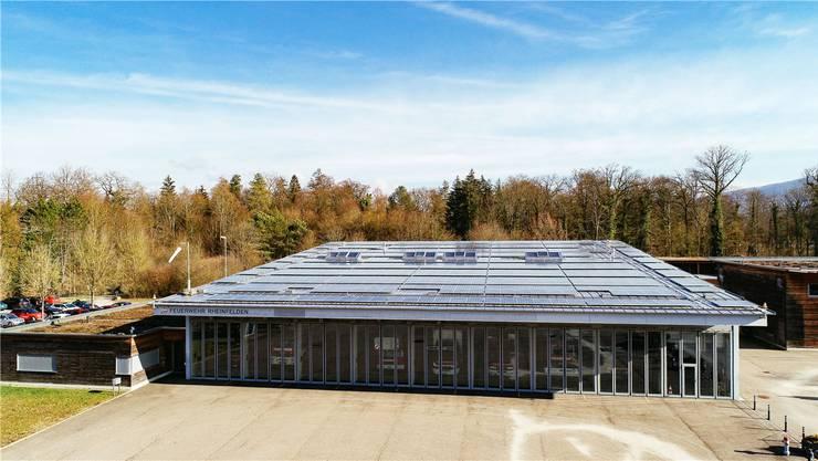 596 Solar-Module wurden auf dem Rheinfelder Feuerwehrmagazin installiert. zvg