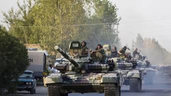 Ein aserbaidschanischer Armee-Konvoi (Archiv)