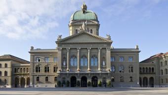Das Bundeshaus mit dem Bundesplatz in Bern. (Archiv)