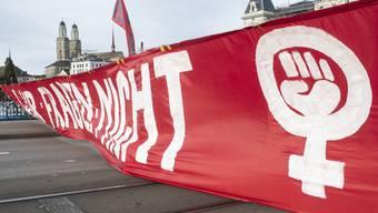 Frauen blockierten in Zürich das Bellevue und die Quaibrücke.