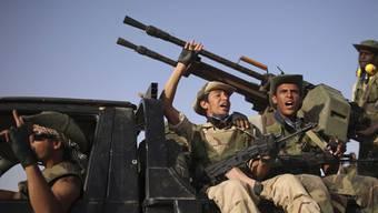 Libysche Rebellen fahren siegessicher nach Bani Walid und Sirte